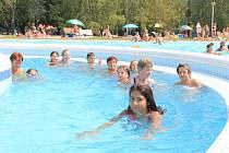 Letní koupaliště v Mělníku láká děti i doslěpé.