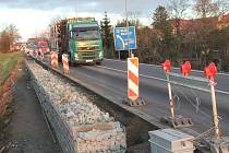 Silnice první třídy I/16 v Byšicích.