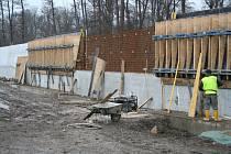 Výstavba železobetonové protipovodňové zábrany v Hoříně