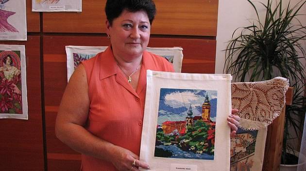 Výstava výšivek Evy Chmelařové z Jenichova ve Mšeně.