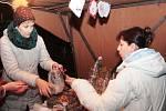 Na jarmarku ve Všetatech prodávali školáci své vlastní výrobky.