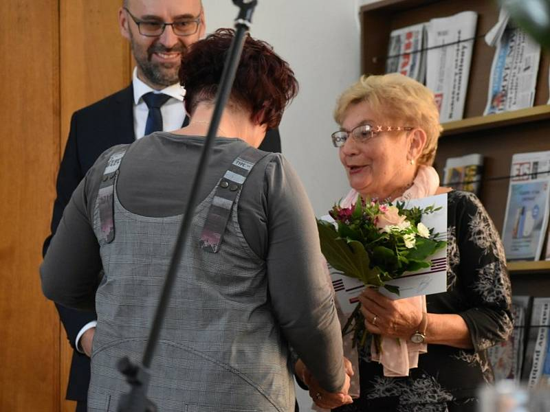 Knihovnice v Libiši Jaroslava Vetešníková.