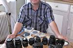 Během sedmi let si Petr Mazanec pořídil několik fotoaparátů, k nímž má celou sadu objektivů a dalšího vybavení.