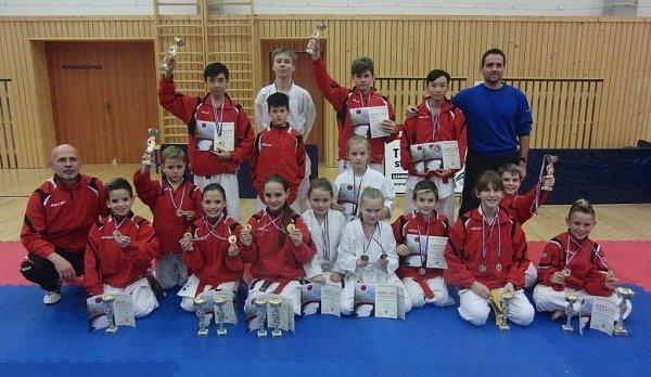 Úspěšná výprava SK karate Dragon DDM Neratovice na Mistrovství ČR FSKA 2014.