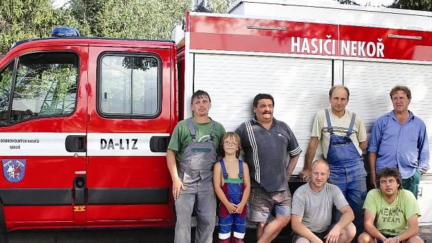 Dobrovolní hasiči z Nekoře.
