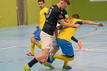 Dohrávka 7. kola 1. futsal ligy: Olympik Mělník (v tmavém) - Interobal Plzeň (3:4)