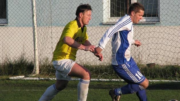 Pšovka (ve žlutém) - FC Jesenice 3-0