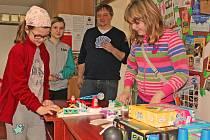 Kralupské děti stále častěji vyhledávají půjčovnu deskových her v místní městské knihovně, která funguje už tři roky.