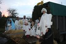 V Chodči k adventnímu času patří zpodobnění živého Betléma místními nadšenci a jejich rodinami.