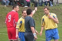 Z A třídního derby Dynamo Nelahozeves - FK Neratovice/Byškovice (0:1).