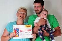 Zuzanka Ladrová s maminkou Barborou Mádlovou a tatínkem Štěpánem Ladrou.