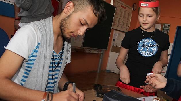 Mšenské školáky navštívil zpěvák Honza Bendig.