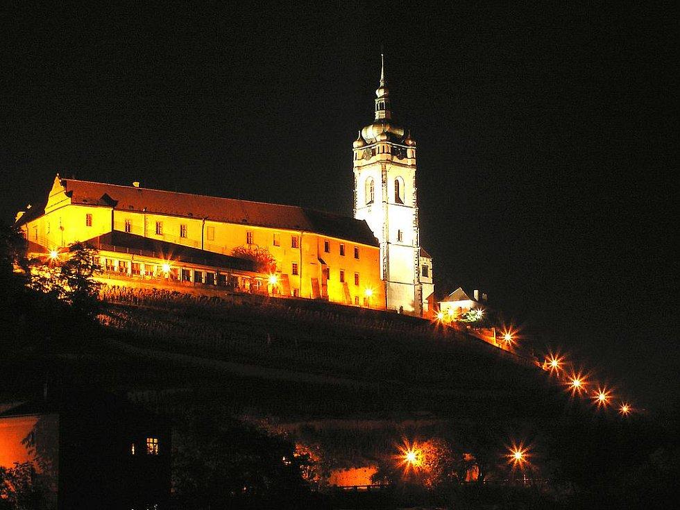 Mělnický zámek v noci.