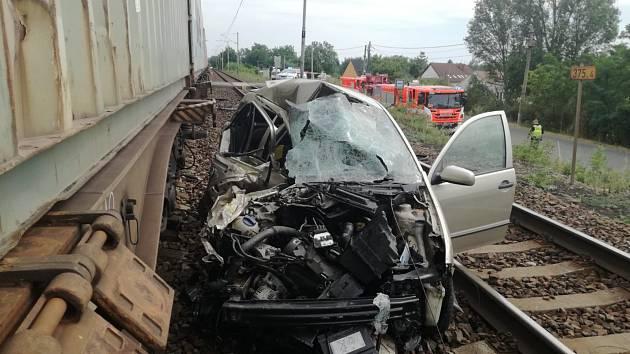 Dopravní nehoda na železničním přejezdu nedaleko stanice Mělník-Mlazice.