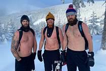 Výstup na Sněžku bez trička
