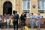 Před místní základní školou se v pátek odpoledne 8. června sešly desítky dětí a dospělých z celého Cítova.