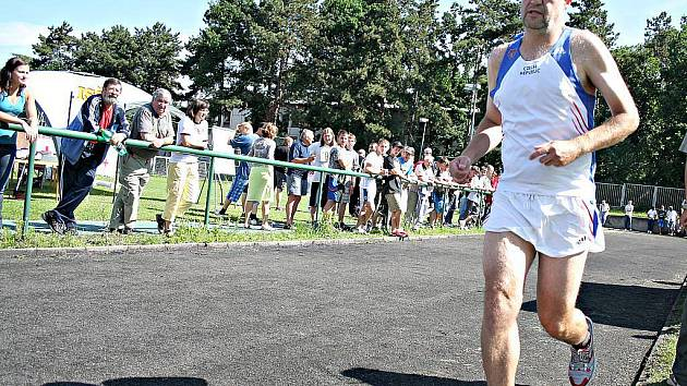 ULTRAMARATONEC Martin Hunčovský (na snímku) se na celodenní běh vydal už podvaadvacáté.