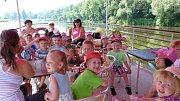 Od pátku 17. května začala v Mělníku jezdit pravidelná lodní doprava. S vyhlídkovou lodí Fidelio můžou zájemci plout na soutoku Labe a Vltavy, pod Mělnickým zámkem, do Obříství a také historickými plavebními komorami v Hoříně do zooparku v Zelčíně.