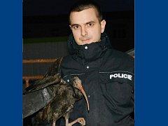 Ibise z pražské zoo odchytil v Kralupech nad Vltavou policista Adam Šimůnek.