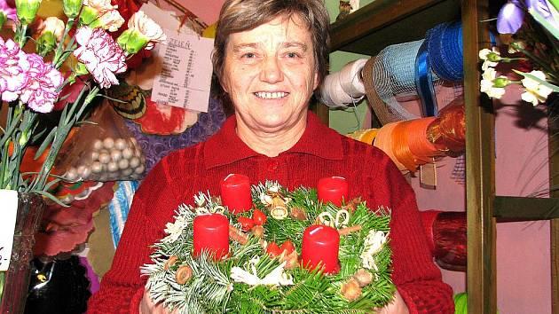 Letos je podle květinářky Věry Želechovské největší zájem o adventní věnce z jedlového chvojí