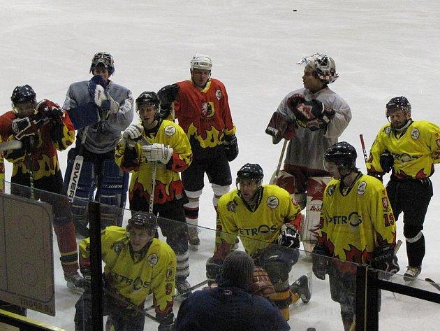 Úvodní trénink dospělého hokejového mužstva HC Junior