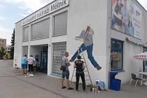 Jako doprovodný program k výstavě Toy_Box PRÁCE NA PAPÍŘE byl k vidění na autobusovém nádraží happening Živé kreslení.