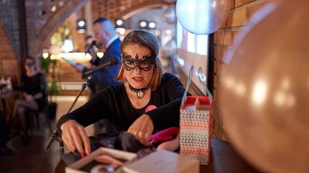 Mělnická kavárna Donnie Brasco nabídne v neděli 20. října od 14 hodin již letošní druhý event. Tentokrát je primárně určen pro ženy s větší konferenční velikostí.