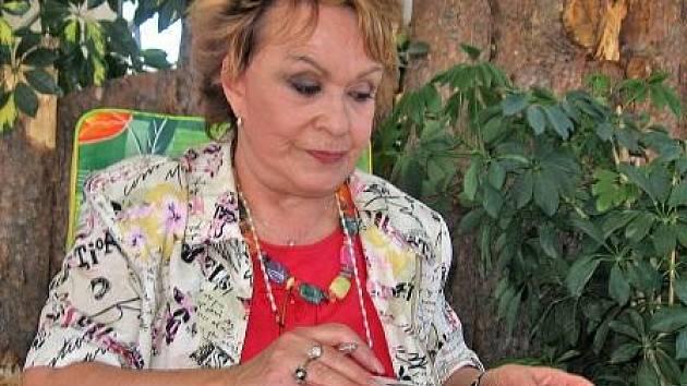Jiřina Bohdalová při autogramiádě.
