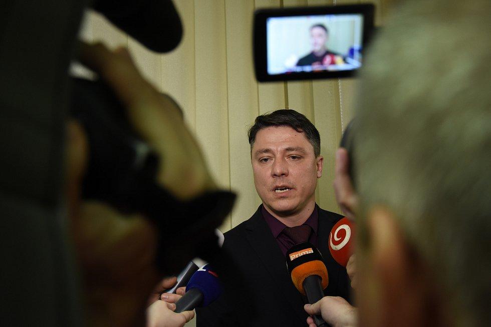 Vedoucí oddělení obecné kriminality krajského ředitelství Policie ČR Aleš Pavlík na tiskové konferenci.