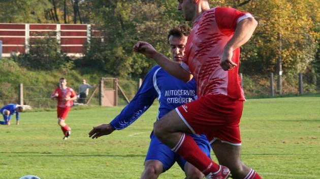 Dynamo Nelahozeves (v červeném) - Týnec n. S. (1-0)