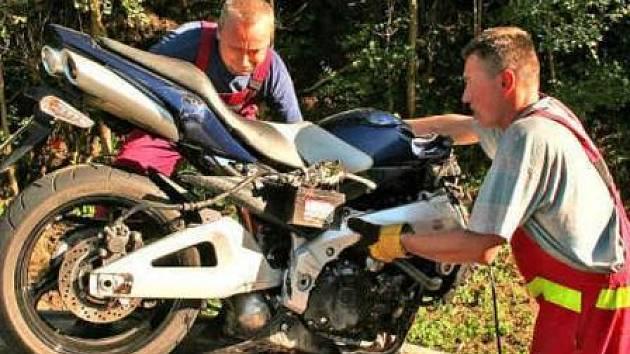 Při silném nárazu toho z motorky moc nezbyde. Z jezdce bohužel někdy také ne.