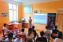 Dětský domov v Kralupech nad Vltavou se o víkendu 28. a 29. září stane další zastávkou dokumentárního filmu Dospělým ze dne na den.