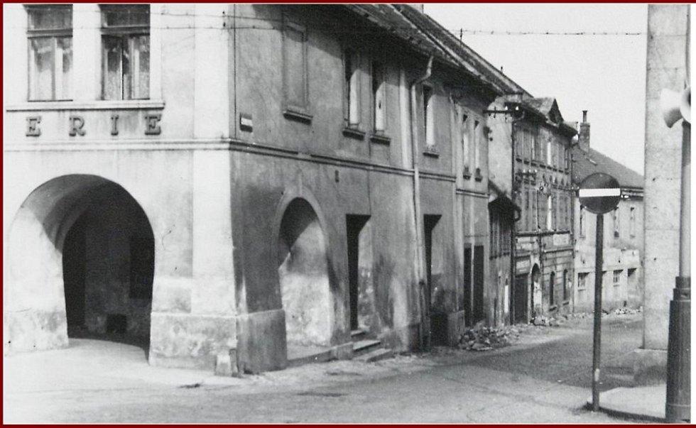Hamburk v mělnické ulici Legionářů v 60. letech před demolicí. V roce 2007 se uvažovalo o jeho kompletní přestavbě. K realizaci ale nakonec nedošlo.