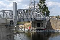 Most v Lužci nad Vltavou.