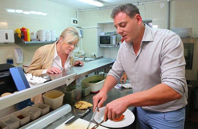 Vlednu roku 2018otevřel Santo Pagana svou první restauraci Ristorante Santo vMělníku vOkružní ulici. Nejdříve pendloval mezi Prahou a Mělníkem, ale za pár měsíců tu poznal svou přítelkyni a do Mělníka se trvale přestěhoval.
