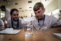 Z naučně-zábavné soutěže Výzva pro chemika, určené pro žáky 8. a 9. tříd základních škol na Mělnicku a Kladensku.