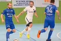 Tomáš Vobořil (vlevo) patří se šesti góly a jedenácti asistencemi mezi nejproduktivnější hráče Olympiku Mělník.