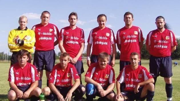 K poslednímu utkání v Lobkovicích se hráčů Botafoga sešlo jako do mariáše. Z postupové sestavy chyběla nejméně pětice fotbalistů.