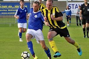 K neudržení byl v utkání s Horními Počaply libišský Jan Matucha (u míče). V rozmezí 25. a 27. minuty vstřelil tři góly.