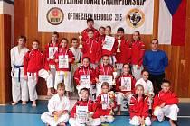 Úspěšní reprezentanti SK karate Dragon na mezinárodním mistrovství České republiky 2015.