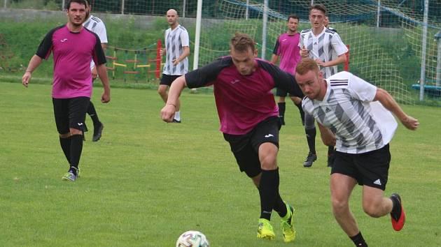 Příprava: FK Kralupy 1901 - 1. FC Líbeznice (černobílé dresy)