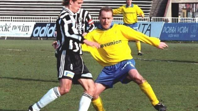 JARO 1997: Pavel Janeček bojuje za Teplice proti hradeckému Davidu Homoláčovi.