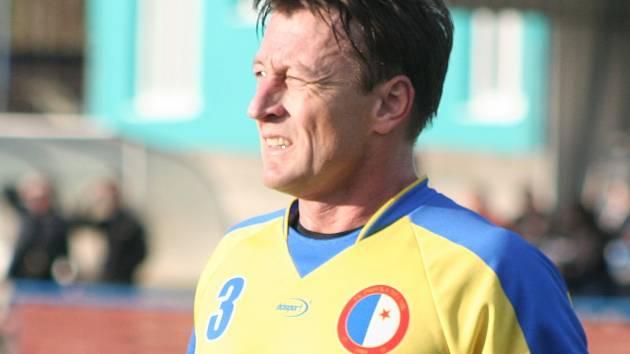 Jedním z hráčů, který využil volného přestupu, je Libor Tomášek. Ze Pšovky zamířil do mělnické EMĚ.