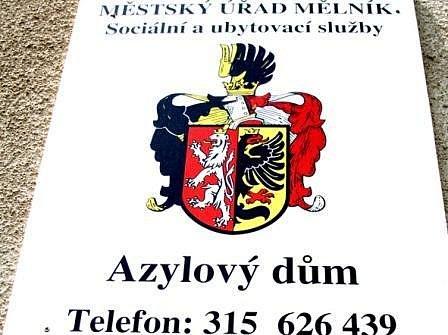 Pravidla azylového domu v mělnické ulici Na Fialkách mluví jasně: opilý dovnitř nikdo nesmí.