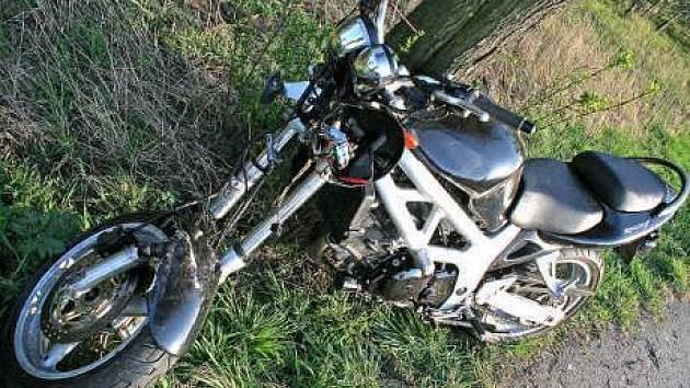 Motorkář, který v dubnu u Vraňan havaroval na tomto stroji, se nedožil svých dvacetin.
