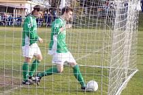 V závěrečné čtvrthodině utkání v Libiši museli fotbalisté Nového Boru do sítě pro míč hned třikrát.
