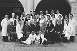 Snímek zaměstnanců a rodiny Františka Růzhy v roce 1934.