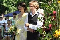 MAGICKÉ datum, které v sobě nese znamení tří osmiček, využilo ke sňatku mnoho párů.