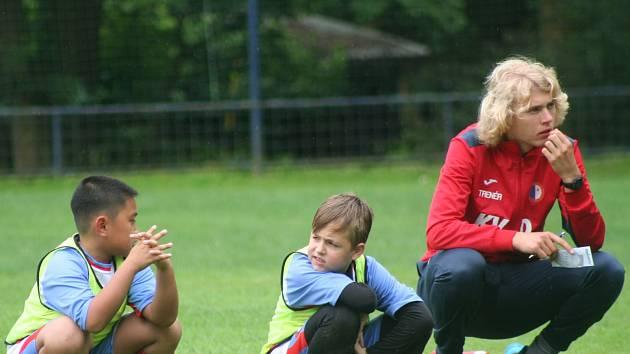 Šéftrenér mládeže FK Pšovka Mělník Karel Vlasák během turnaje přípravek v Byšicích.