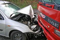 Hrozivě vypadající nehoda kamionu s osobním vozem nedaleko Čečelic si naštěstí nevyžádala žádná zranění.